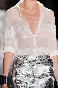 White Shirt and Silver Skirt Fashion Mode, Fashion Week, Look Fashion, High Fashion, Womens Fashion, Fashion Trends, Style Haute Couture, Couture Mode, Couture Fashion