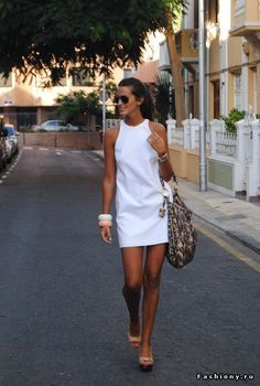 Ray Ban Glasses / Sunglasses, Zara Dresses and Prada Bags fashion-in-my-blood Looks Style, Style Me, Style Blog, Mode Outfits, Casual Outfits, Office Outfits, Dress Casual, Look Fashion, Womens Fashion