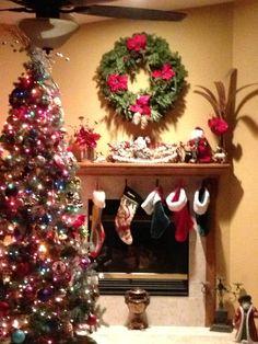 Kitschige Weihnachtsdeko traditionell geschmückter weihnachtsbaum gefällt ihnen diese idee