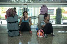 Bild zu Reisende warten auf ihren Abflug