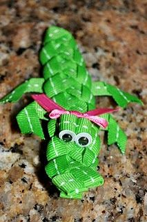 Alligator Hair Clip Made with Grosgrain Ribbon - Really cute! Ribbon Hair Clips, Ribbon Art, Ribbon Hair Bows, Diy Hair Bows, Ribbon Crafts, Ribbon Sculpture, Hair Decorations, Making Hair Bows, Girls Bows