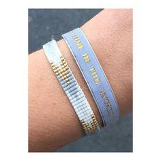 Bracelet 1# : BEST MUM IN THE WORLD Ruban gris clair/tissé or - perles en verre Miyuki Fermoir aimanté laiton plaqué or Toutes les créations sont faites à la main, n'hésitez pas à m' indiquer la taille souhaitée. Made in Paris