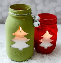 20 Magical Christmas mason jars that you can yourself this holiday! These Christmas mason jars are perfect for home decor, or even gifts! Recycled Christmas Decorations, Mason Jar Christmas Crafts, Easy Christmas Ornaments, Homemade Christmas Decorations, Mason Jar Crafts, Mason Jar Diy, Christmas Candles, Holiday Crafts, Handmade Christmas