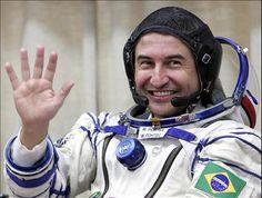 Marcos Pontes estará no Shopping Penha às 16h para esclarecer dúvidas sobre sua profissão e falar como é possível tornar-se um astronauta. A entrada é Catraca Livre.