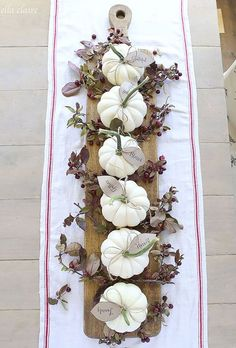 Pumpkin Place Card Centerpiece: Make a centerpiece that you can also use. Guests will sit down and can find their name on their own pumpkin place card. Click through to find more DIY fall centerpiece table ideas.