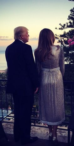 First Lady Melania Trump with her husband President Trump back at the White House after their first overseas trip. Trump Melania, Donald And Melania Trump, First Lady Melania Trump, Donald Trump, Malania Trump, Trump Train, First Ladies, Our President, American Presidents