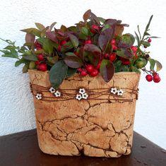 hranatý+květník+-+bílé+kytičky+- hranatý+květník na+venkovní+použití,+uvnitř+glazován,+můžete+osázet+přímo+nebo+použít+jako+obal+na+květináč+-+šamotová+hlína+- výška+cca 13+cm+(vnitřní+12), délka+strany+cca+16+cm (vnitřní 15)+ + ....zasílám+jako+křehké+zboží+