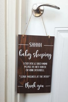 Baby Sleeping Do Not Knock or Ring Doorbell / Do Not Disturb Wood Sign - Top Trends Baby Door Signs, Welcome Door Signs, Front Door Signs, Porch Signs, Wood Pallet Signs, Painted Wood Signs, Funny No Soliciting Sign, Baby Sleeping Sign, Sleeping Babies