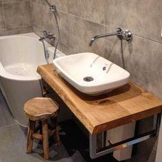 Waschtisch / Waschtischplatte / Holzkonsole / Holzplatte / Waschtischkonsole / Handtuchhalter aus Eichenholz