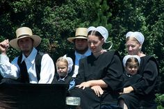 Amish Family - What a beautiful way of life. I would love to walk in their shoes for a day!