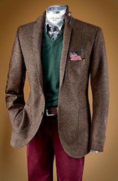 In feinstem Yorkshire Tweed von MOON: sportives Sakko mit aufgesetzten Taschen und Ärmelpatch in Cord. Fischgrätdessin in verschiedenen Farben - entdeckt bei HIRMER