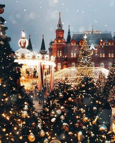 ❆ ↠ Ⓓⓐⓨⓢ ⓤⓝⓣⓘⓛ ⓧⓜⓐⓢ ⑧② ❆ ❆ Definitely, Russia, it's one of my favorite countries that has amazing Christmas decorations. Days Until Xmas, Days Till Christmas, Christmas Mood, Merry Little Christmas, Christmas Trivia, Christmas Quotes, Christmas Movies, Merry Christmas Hd Images, Vintage Christmas Photos