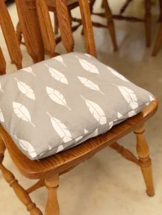 Easy DIY envelope cushion covers with ties for kitchen chair cushions. Kitchen Chair Cushions, Patio Cushions, Old Wooden Chairs, Metal Chairs, Chair Cushion Covers, Pillow Covers, Box Cushion, Seat Covers, Breakfast Bar Chairs