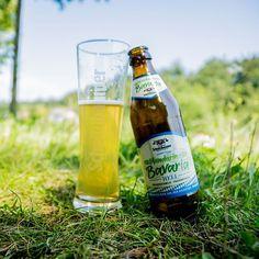 Wer gscheid wos duad, der hod si a moi a Auszeit verdient. Für uns heißt das a kühles Mandarina Bavaria an der Sonne genießen. 😋 Wie sieht euer Start in die Woche aus? 😎  #mandarina #auszeit #pause #sommergenießen #traunstein #schnitzlbaumer #schnitzei #heimatbrauer #ausliebezumbier #bierliebe #bayerischesbier #bayern #bavarianbeer #heimatbrauer #traunstein #chiemsee #chiemgau #rosenheim #salzburg #bavaria #heimatbrauer #brewery #brewer #beer #beerblog #bier #beertography #beersofinstagram… Pause, Salzburg, Bavaria, Beer Bottle, Drinks, Instagram, Brewery, Time Out, Drinking