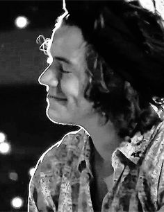 Harry Styles ❥ he's so adorable. Just look at this cupcake