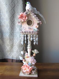 mb treasurista enchanting altered bird house make your own lindys stamp gang Shabby Chic Crafts, Vintage Shabby Chic, Shabby Chic Homes, Shabby Chic Style, Shabby Chic Decor, Birdhouse Craft, Birdhouse Designs, Bird Houses Painted, Decorative Bird Houses