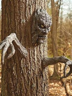 Turn a tree into a frightening scene this Halloween with the Tree Face and Arms Set that's sure to startle guests and trick-or-treaters alike.