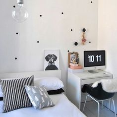 You need an awesome small desk design for your small bedroom. This article will help you to find the best small desk design for you. Small Bedroom Interior, Small Bedroom Designs, Bedroom Desk, Small Room Bedroom, Modern Bedroom, Diy Bedroom Decor, Bedroom Furniture, Small Rooms, Bedroom Simple