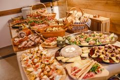 Special dishes for groups Pasta Salad, Delicious Food, Cheese, Dishes, Ethnic Recipes, Crab Pasta Salad, Yummy Food, Tablewares, Dish