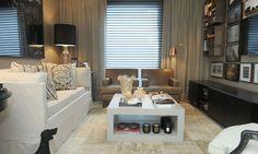 O espaço Home Theater - Sala íntima da família foi projetado pelos profissionais André Leite e Bruna Ximenes.