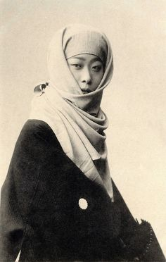 "Geiko (geisha) Kokin of Osaka, dressed in winter clothing. The same image appears in the book ""Kyoto Osaka imayo bijin fuzoku"" (The 66 most attractive geisha of Kyoto and Osaka) by Kazumasa Ogawa, published by Hakubunkan, in Meiji 36 (1903).  Text and image via Blue Ruin 1 on Flickr"