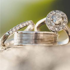 Its #Friday night and time for some #ring #inspiration from our #realbride Jennifer  #Weddingring #engagementring #engagement #wedding #bride #bridal #weddingdress #bridaldress #silver #diamond #crystal #ellisbridals #ellisbridal #weddingday #engaged #love #weddings #weddingdress