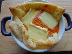 quiche met tomaat, spinazie en brie gemaakt in mini pannetje