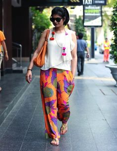 ORange-Palazzo-With-a-Cute-PRinted-Shit-With-Ruffles 20 Outfit Ideas to Wear Short Shirts with Palazzo Pants Kurta Designs, Blouse Designs, Indian Attire, Indian Wear, Indian Outfits, Western Outfits, Western Wear, Indie Mode, Moda Hippie