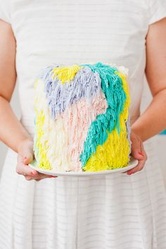 A DIY cake piping technique inspired by woven wall hangings?! Click through for the step by step tutorial.