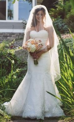 Used Ivory Veil: buy this accessory for a fraction of the salon price on PreOwnedWeddingDresses.com