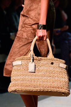 Loewe Spring/Summer 2013 Ready-To-Wear Loewe Bag, Jute Bags, Crochet Handbags, Leather Bags Handmade, Knitted Bags, Beautiful Bags, Bag Making, Fashion Bags, Straw Bag