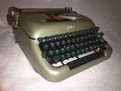Mechanische Schreibmaschine Erika 10, vintage portable typewriter