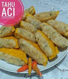 Sidoarjo sudah mulai masuk musim hujan bu, tahu aci ini pas sekali untuk camilan disaat cuaca dingin. Dicocol dengan sambel kecap, wuih tambah enak. Bener kata Fah Umi Yasmin pemilik resep, tahu aci ini empuk dan kenyalnya pas. Monggo ibu/bapak yang mau coba juga. Semoga sukses. ? TAHU ACI By : Fah Umi Yasmin 500 … Traditional Cakes, Malaysian Food, Indonesian Food, Savory Snacks, Asian Recipes, Appetizer Recipes, Easy Meals, Food And Drink, Cooking Recipes