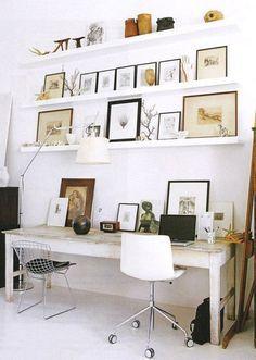 En esta casa se ha creado una sugerente zona de trabajo donde sobre una base en blanco se han incorporado detalles decorativos naturales. http://www.originalhouse.info/