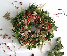 Veniec v pestrofarebných farbách jesene. Je uviazaný z čisto prírodného a živého materiálu. Posielam poštovým kuriérom, doručenie nasledujúci pracovný deň s pripoistením krehkosť. Prípadne ... Christmas Wreaths, Floral Wreath, Holiday Decor, Home Decor, Floral Crown, Decoration Home, Room Decor, Home Interior Design, Flower Crowns
