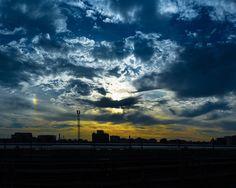 #sundown on the #train #station ! #coucherdesoleil sur la #gare ! / #sky #bluesky #sunlight #nightfall  #landscape #streetphotography #city #saintdenis #stadedefrance #station #fuji #x100 #StraigtOfLR  #adobe #lightroom