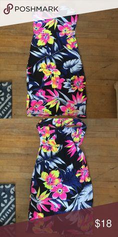 Strapless bodycon tropical beach dress Never been worn, has bra pads Boohoo Dresses Strapless