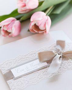Hochwertige & günstige Hochzeitskarten - Bei uns finden Sie die perfekten Einladungskarten, Menükarten, Dankeskarten oder Gastgeschenke für Ihre Hochzeit!