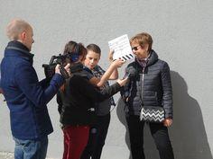 Le 12 avril 2017, les jeunes et la Fondation Solange Bertrand ont interviewé les habitants du quartier Voltaire afin d'enrichir le projet de court-métrage... Un grand merci à eux! N'hésitez-pas à nous contacter si vous aussi, vous voulez témoigner de l'histoire de votre quartier au 06.77.75.48.35 ou par e-mail à l'adresse fondation.solbe@wanadoo.fr http://fondationsolangebertrand.org/ https://www.facebook.com/fondation.solangebertrand