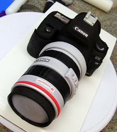 How to make this camera cake - Ink & Icing BlogSpot.