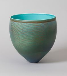 Pippin Drysdale ●彡 vase. Ceramic Clay, Ceramic Vase, Ceramic Pottery, Pottery Art, Earthenware, Stoneware, Contemporary Ceramics, Modern Ceramics, Pottery Designs