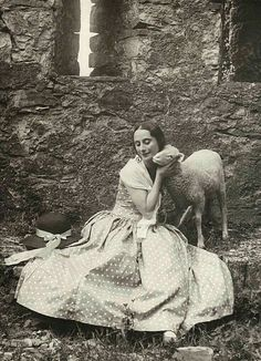 Anna Pavlova at the Castello di Vigoleno, Photo: Studio fotografico Moreschi. Vintage Pictures, Vintage Images, Margot Fonteyn, Russian Ballet, Manado, Ballet Dancers, Ballerinas, Pavlova, Belle Epoque