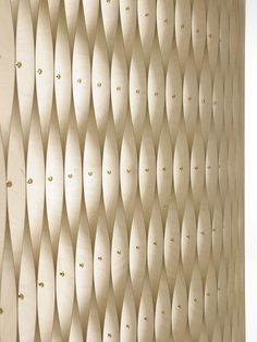 Harlekin – wood screen in birch veneer. // Skærmvæg i birkefinér. Designed by Else-Rikke Bruun Photo: Birgitte Røddik