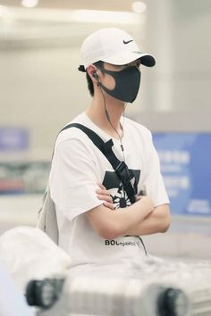 Most Handsome Actors, Lai Guanlin, Ancient China, My Boo, Ulzzang Boy, Celebs, Celebrities, Airport Style, Asian Men