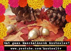 Een glimmend goud eikeltje! Aan een glimmende ketting. Mascha en Anouk maken deze in hun knutselvideo op het YouTube kanaal KnutselTV.