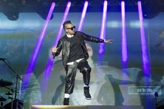 Just give him the light. Sean Paul does his best dancehall moves onstage on May 13 in Berlin