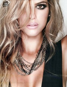 MARIA DEL CERRO Celebs, Celebrities, Smokey Eye, Hair And Nails, Hair Makeup, Beautiful Women, Make Up, Chain, My Style