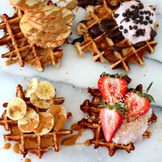 The best-ever fluffy yogurt protein waffles require just 4 ingredients, 10 minutes and 1 bowl. They are perfectly thick, soft, sweet and packed with nutritional benefits. Waffle Recipes, Brunch Recipes, Vegetarian Protein Powder, Cute Food, Yummy Food, Waffle Bar, Waffle Toppings, Aesthetic Food, Food Cravings