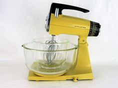 Sunbeam Mixmaster 12 Speed Mixer Beaters Glass Fire King Mixing Bowls Mustard Yellow Golden Harvest Vtg Vintage Kitchen Counter Top MCM Mid Century Modern Modernism Décor Decorations Baking Small Appliance