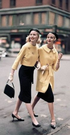 vintage fashion - sometimes I think I was born in the wrong decade. I would love to go back in time so I could fully appreciate these vintage looks Vintage Glamour, Vintage Beauty, Moda Vintage, Vintage Mode, Vintage Style, Vintage Yellow, 1950s Style, Vintage Outfits, Vintage Dresses